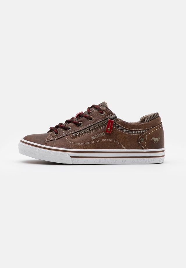 Sneakers basse - mittelbraun