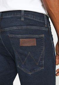 Wrangler - BRYSON - Jeans Skinny Fit - blue bounce - 5