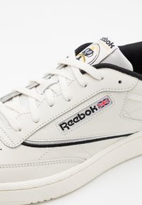 Reebok Classic - CLUB C 85 - Zapatillas - chalk/black/silver metallic - 5