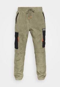 Columbia - FIELD ROC™ BACKBOWL™ PANT - Teplákové kalhoty - stone green/black - 3