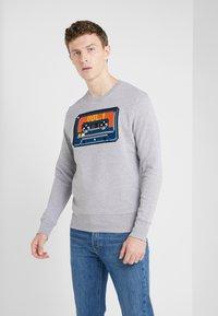 Bricktown - BIG TAPE - Sweatshirt - heather grey - 0