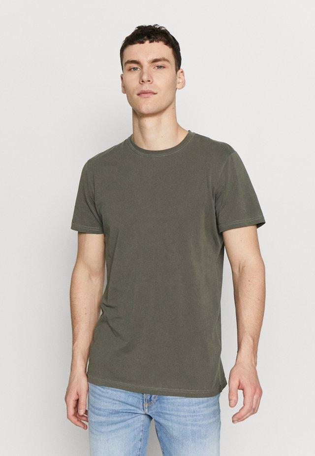 TOM - T-shirts basic - climbing ivy