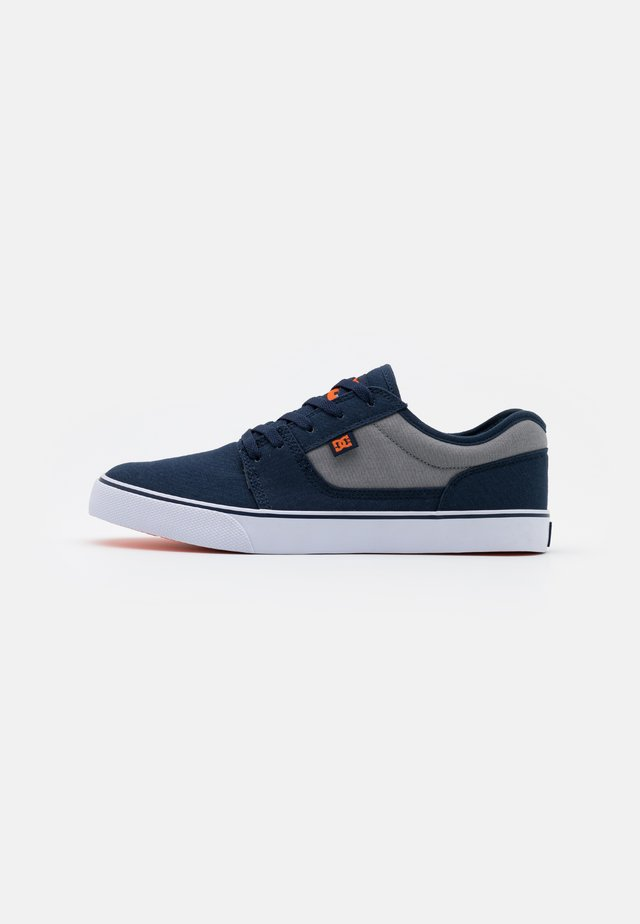 TONIK - Baskets basses - navy/orange