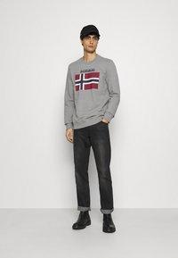 Napapijri - BELLYN - Sweatshirt - med grey melange - 1