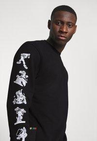 adidas Originals - GOOFY CREW - Sweatshirt - black - 3