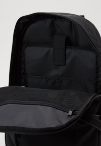 Superdry - COMBRAY SLIMLINE BACKPACK - Batoh - black - 2