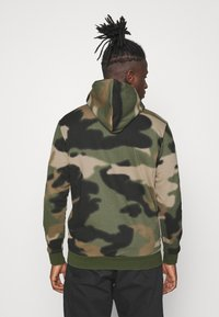 adidas Originals - CAMO HOODIE - Sweat à capuche - wild pine/multicolor/black - 2
