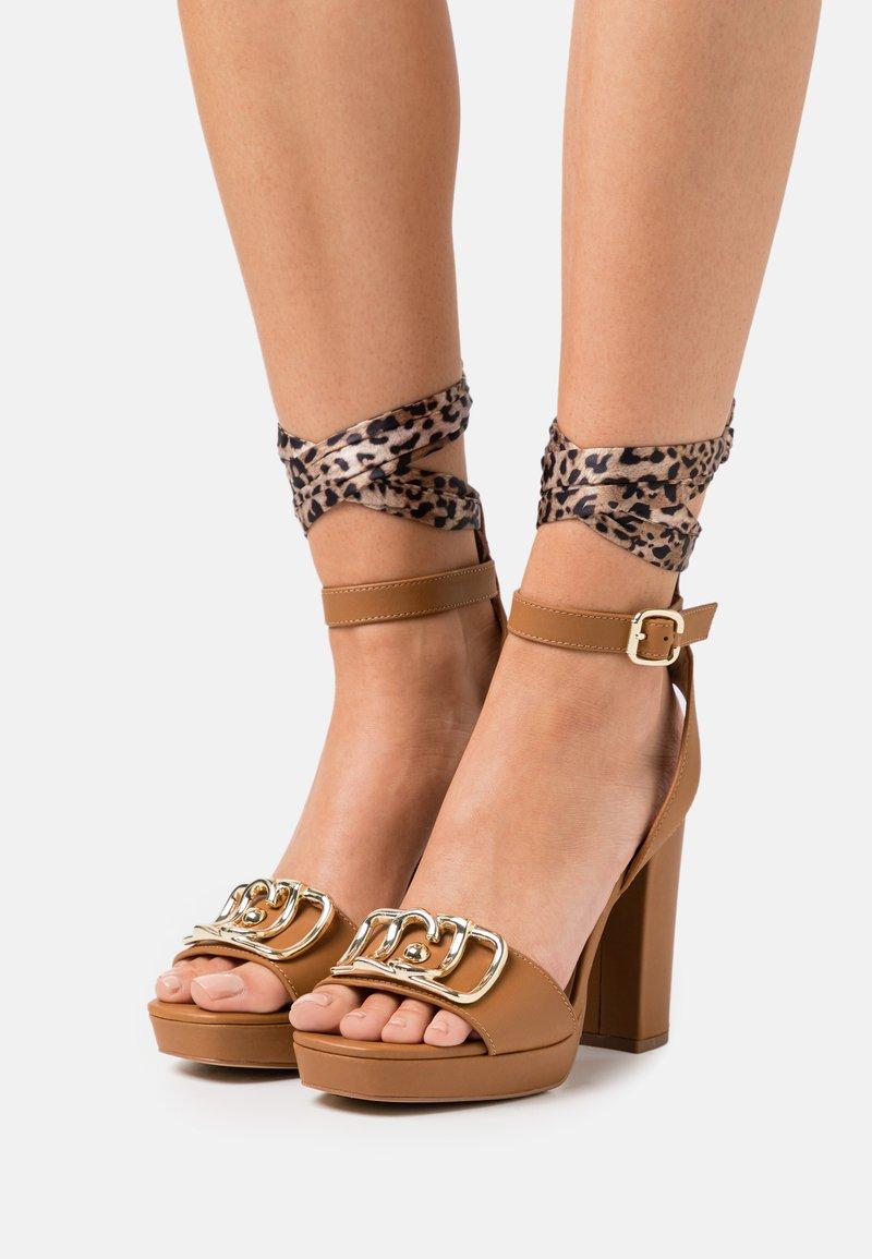 Liu Jo Jeans - HEBE  - Platform sandals - tan