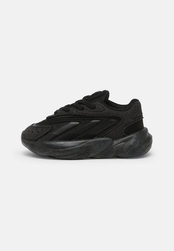 OZELIA EL UNISEX - Sneakers laag - core black