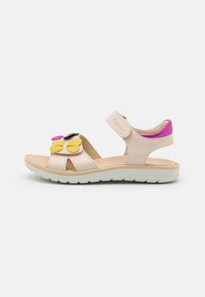 Sandaalit nilkkaremmillä - sabbia/magenta