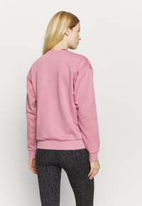 Puma - AMPLIFIED CREW - Sweatshirt - foxglove - 2