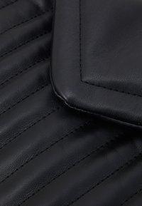 PARFOIS - CROSSBODY BAG CHARM - Across body bag - black - 4
