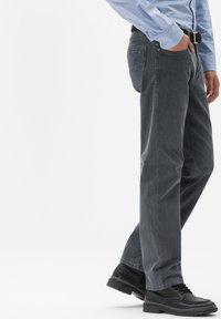 BRAX - STYLE LUKE - Jeans Straight Leg - gray - 2