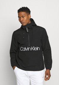 Calvin Klein - OVERHEAD FRONT LOGO ANORAK - Tunn jacka - black - 0
