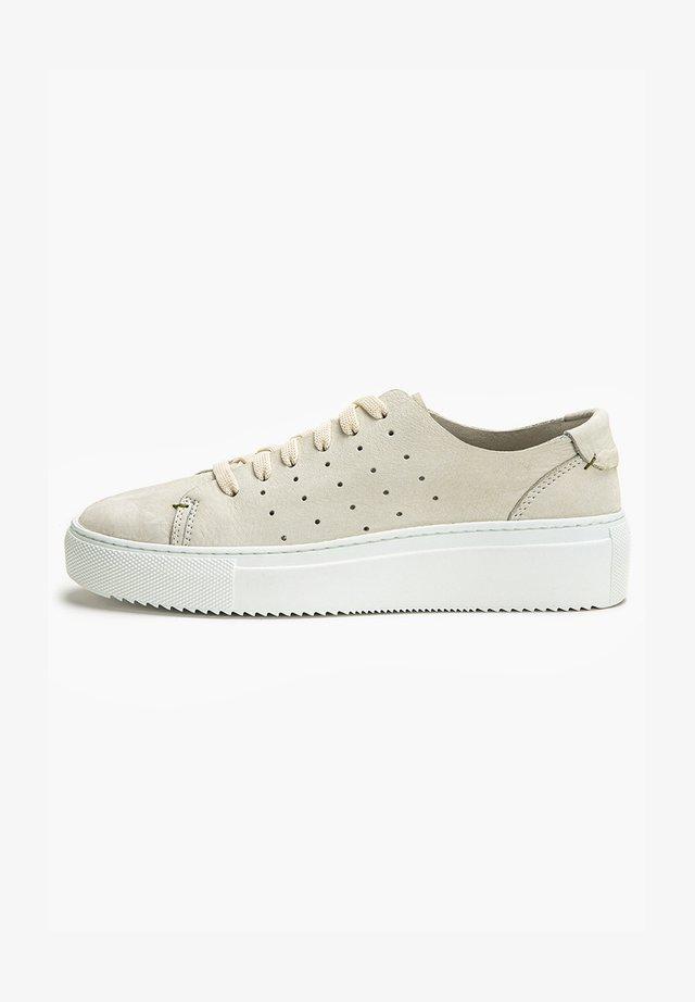 Sneakers laag - nb bone ubn