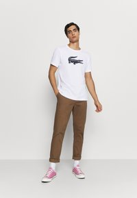 Lacoste Sport - BIG LOGO - Print T-shirt - white/navy blue - 1