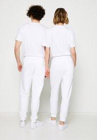 HUGO - DOAK METALLIC UNISEX - Tracksuit bottoms - white/silver - 2