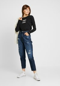 Tommy Jeans - SQUARE LOGO LONGSLEEVE - Long sleeved top - black - 1