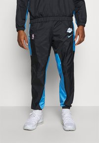 Nike Performance - NBA LOS ANGELES LAKERS CITY EDITION TRACKSUIT SET - Equipación de clubes - black/coast/pure platinum - 3