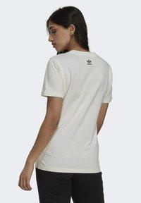 adidas Originals - TENNIS LUXE GRAPHIC ORIGINALS - T-shirt imprimé - off white - 2