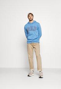 GAP - FILLED ARCH - Sweatshirt - jasper blue - 1