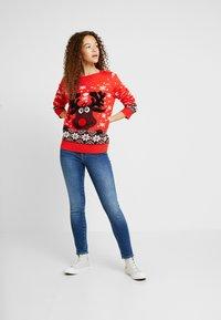 Vero Moda Petite - Sweter - chinese red - 1