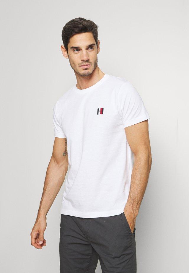 MODERN ESSENTIAL TEE - Camiseta básica - white