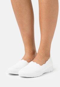 Skechers - SEAGER - Slip-ons - white - 0