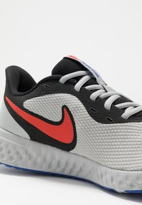 Nike Performance - REVOLUTION 5 - Neutral running shoes - black/chile red/light smoke grey - 5
