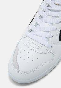 Hummel - POWER PLAY UNISEX - Sneakers - white/black/grey - 4