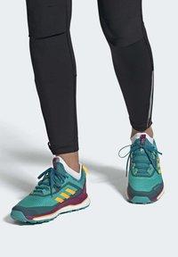 adidas Performance - TERREX AGRAVIC GORE-TEX BOOST TRAIL RUNNING - Løbesko trail - turquoise - 0