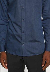 Jack & Jones PREMIUM - JPRBLAROYAL - Kostymskjorta - navy blazer - 5