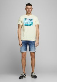 Jack & Jones - JEANSSHORTS RICK ICON - Denim shorts - blue denim - 1