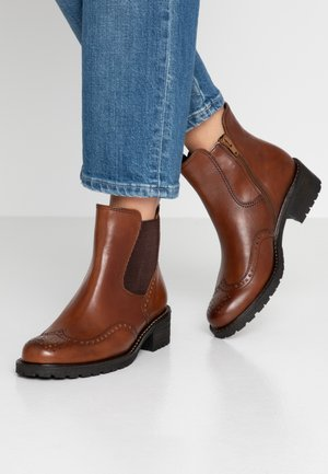WIDE FIT - Classic ankle boots - whisky