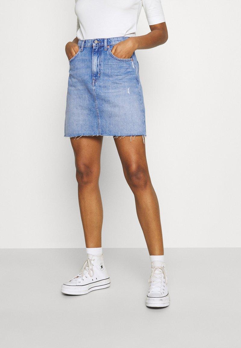 Tommy Jeans - MOM SKIRT - Mini skirt - denim light