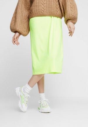 OZWEEGO ADIPRENE+ RUNNINIG-STYLE SHOES - Sneakersy niskie - footwear white/super yellow/super green