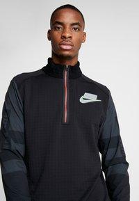 Nike Performance - WILD RUN MIDLAYER - Koszulka sportowa - black/off noir/silver - 5