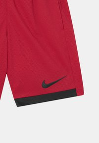 Nike Sportswear - TROPHY UNISEX - Short - gym red/black - 2