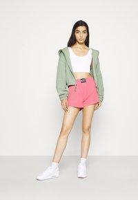Nike Sportswear - WASH  - Shorts - sunset pulse/black - 1