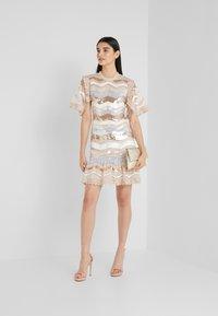 Needle & Thread - ALASKA MINI DRESS - Koktejlové šaty/ šaty na párty - pearl rose - 1