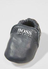 BOSS Kidswear - Krabbelschuh - marine - 2