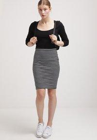 Zalando Essentials - Falda de tubo - black/white - 1