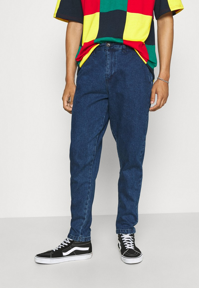 Anerkjendt - AKJULIUS PANT - Jeans Tapered Fit - medium blue denim