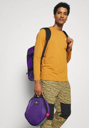 BASE CAMP DUFFEL XS UNISEX - Sports bag - peakpurple/black