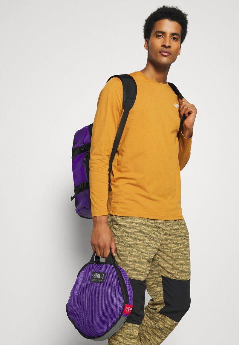 The North Face - BASE CAMP DUFFEL - XS - Sports bag - peakpurple/black