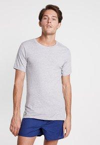 Lacoste - SLIM FIT TEE 3 PACK - Camiseta interior - grau meliert - 1