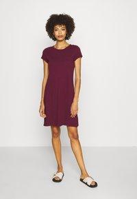 GAP - TEE DRESS - Žerzejové šaty - ruby wine - 0