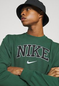 Nike Sportswear - RETRO CREW - Sweatshirt - noble green - 3