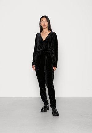 VIELIZABETH VELVET  - Jumpsuit - black