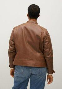 Violeta by Mango - CHELASEA - Leather jacket - marron moyen - 1
